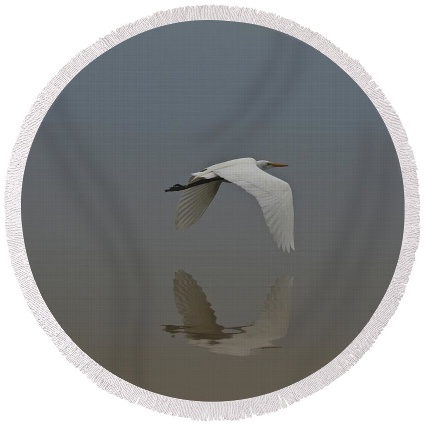 Egret Round Beach Towel featuring the photograph Reflection by Beverly Cummiskey