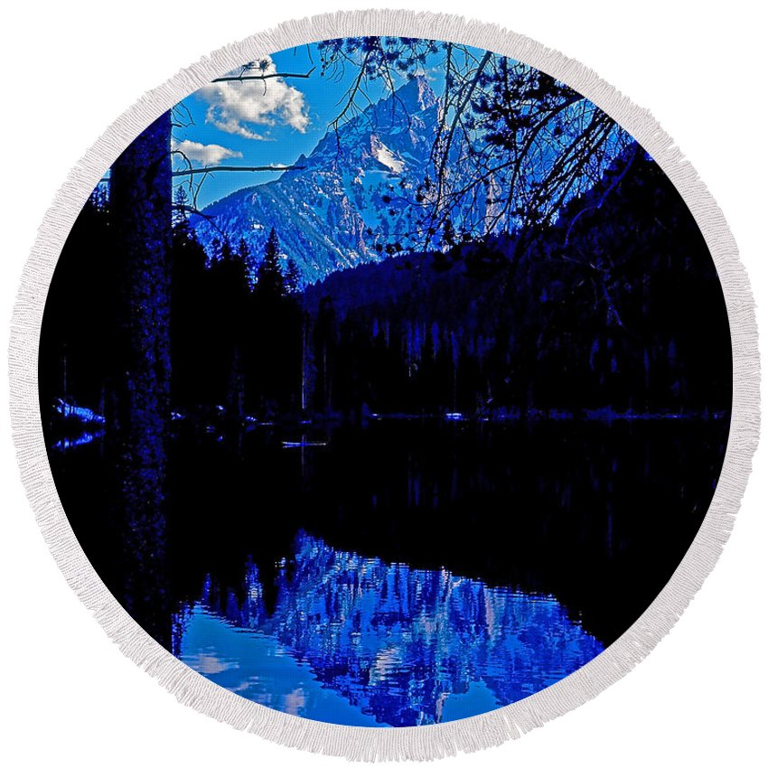 Wyoming Round Beach Towel featuring the photograph Reflection On String Lake by Rich Walter