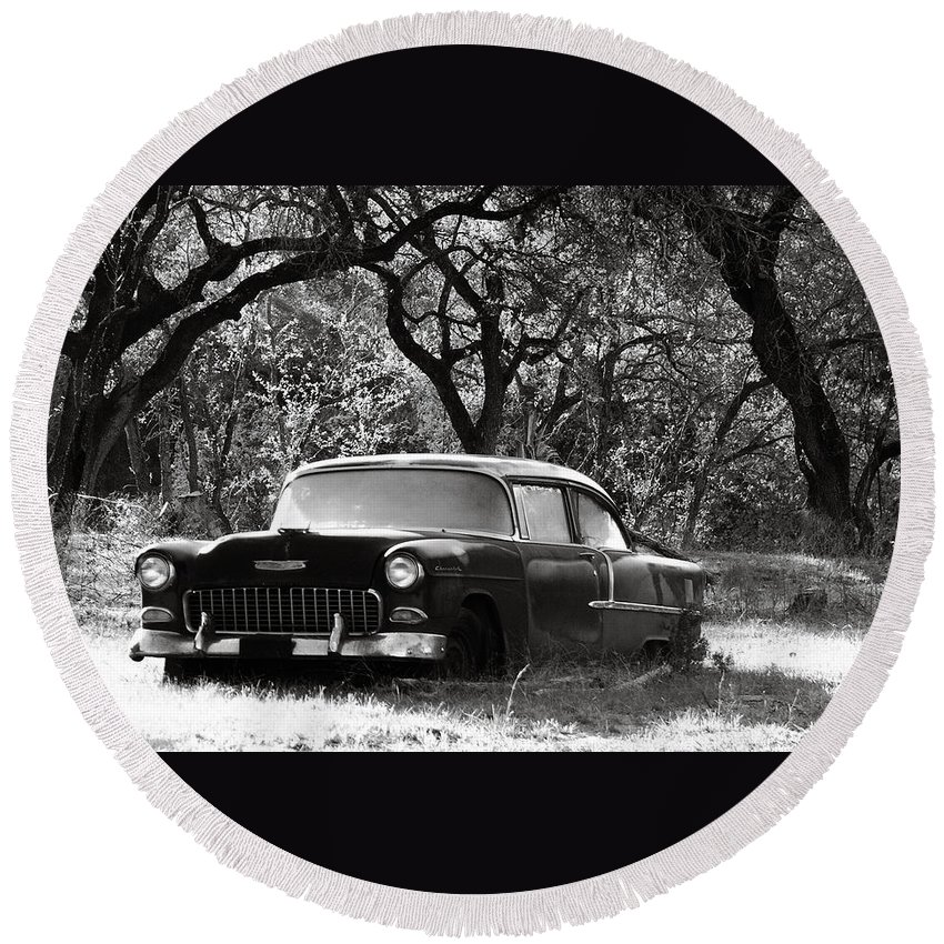 Americana Round Beach Towel featuring the photograph Resting Amongst The Oaks by Marilyn Hunt