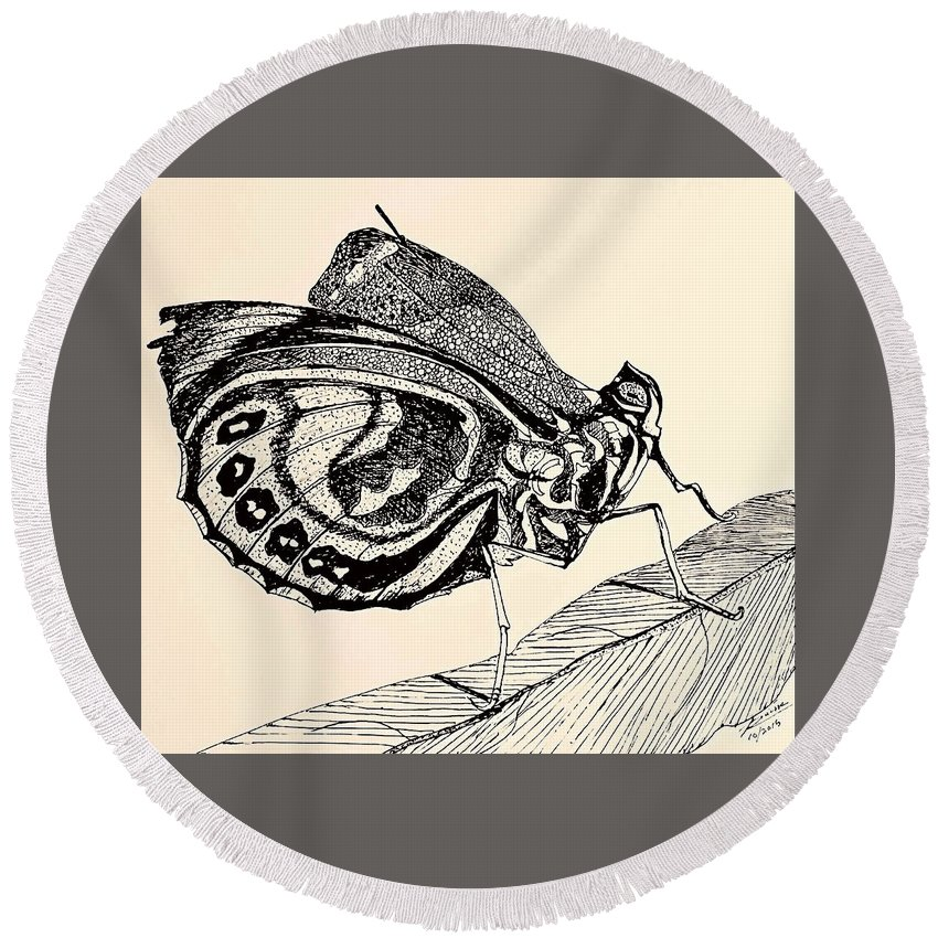 Butterfly Round Beach Towel featuring the photograph Resting Monarch by Elizabeth La Caille