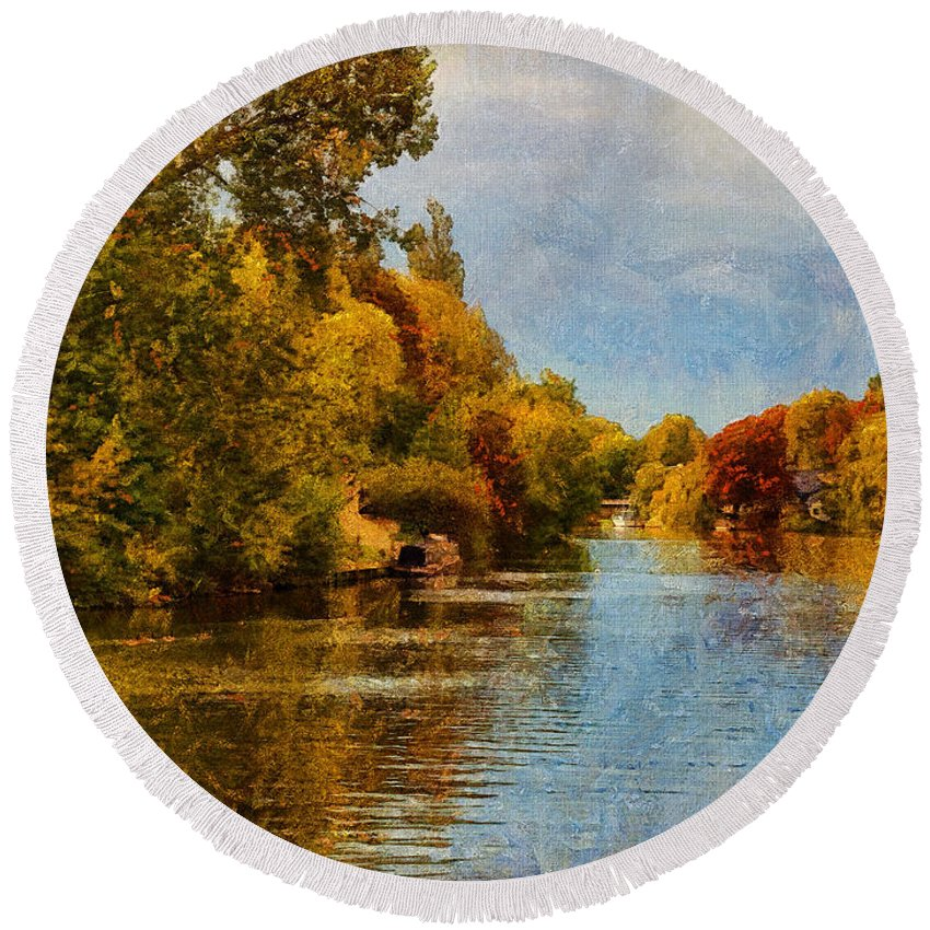 River Thames Round Beach Towel featuring the digital art River Thames At Staines by Leigh Kemp