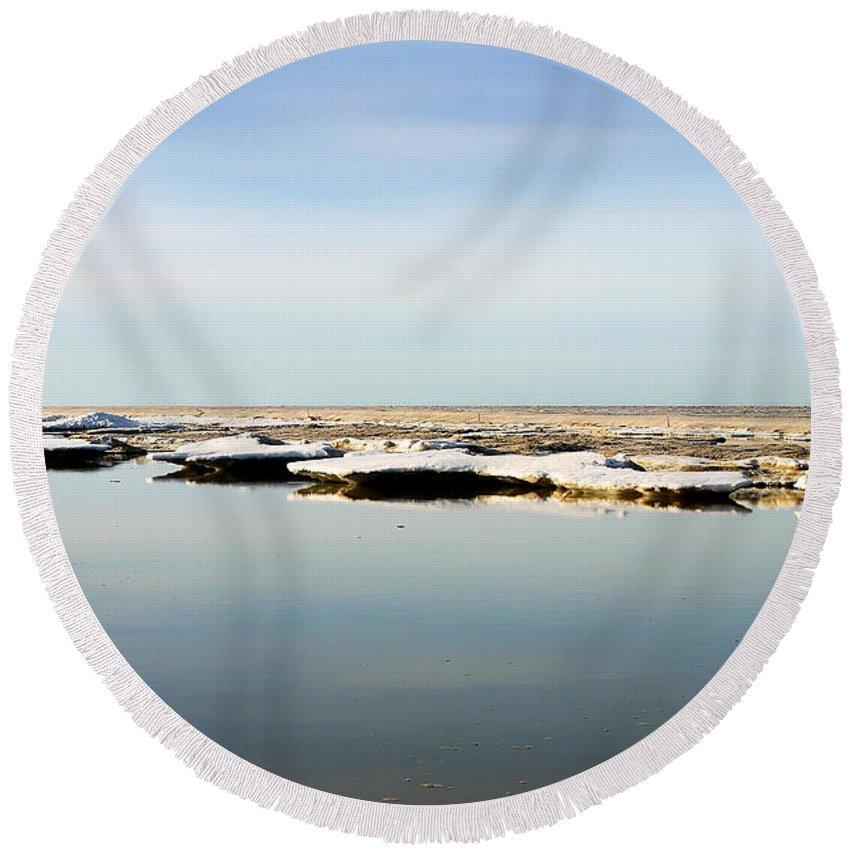 Ocean Round Beach Towel featuring the photograph River To The Arctic Ocean by Anthony Jones