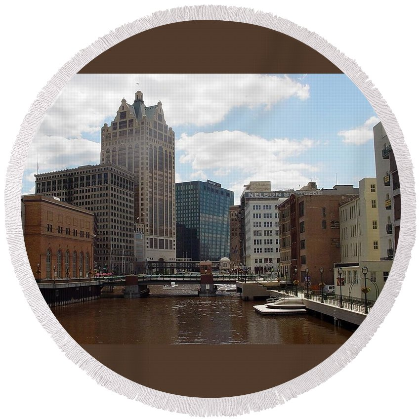Milwaukee Round Beach Towel featuring the photograph River View by Anita Burgermeister