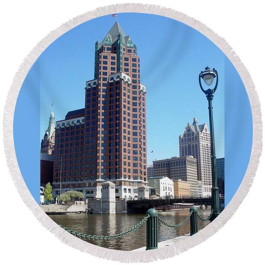 Milwaukee Round Beach Towel featuring the photograph River Walk View Photo by Anita Burgermeister