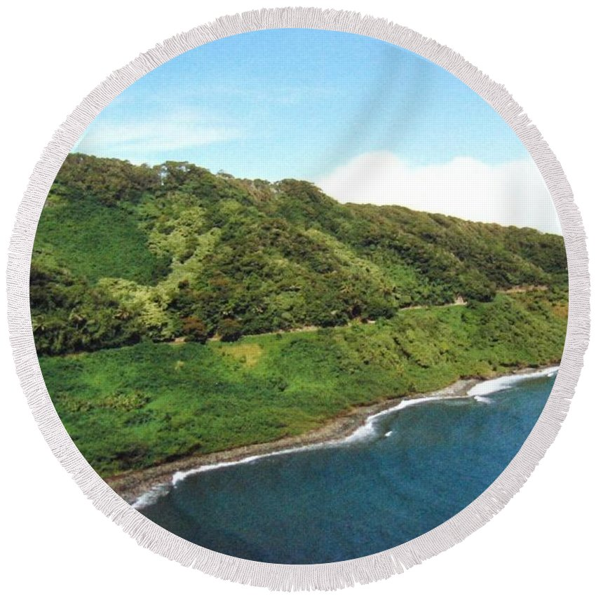 1986 Round Beach Towel featuring the photograph Road To Hana by Will Borden