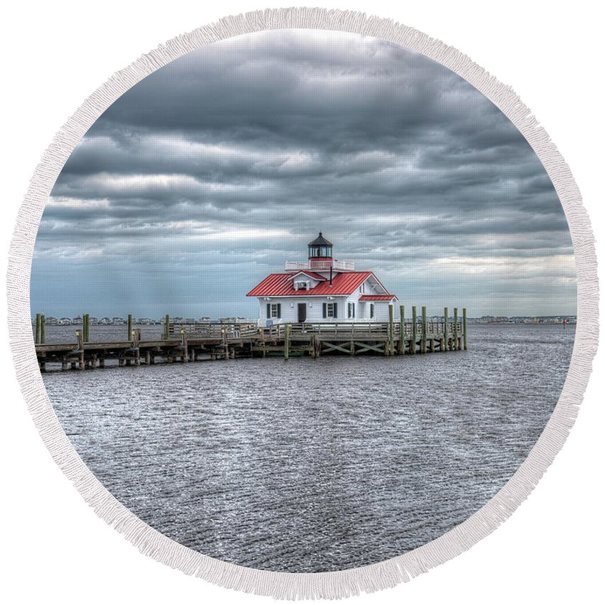 Currituck Beach Round Beach Towel featuring the photograph Roanoke Marshes Lighthouse, Manteo, North Carolina by Greg Hager