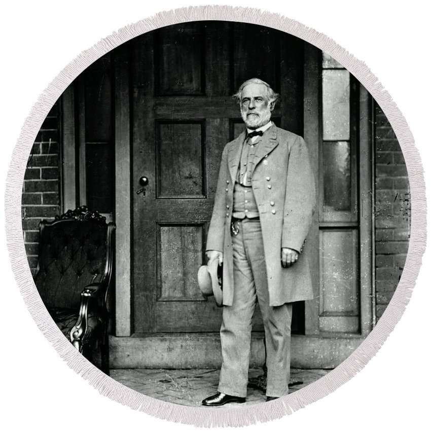 Robert E. Lee Round Beach Towel featuring the photograph Robert E. Lee In Richmond, Virginia by Photo Researchers