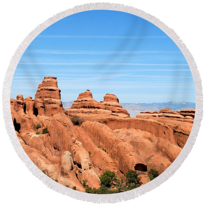 Utah Round Beach Towel featuring the photograph Rocksky by David Lee Thompson