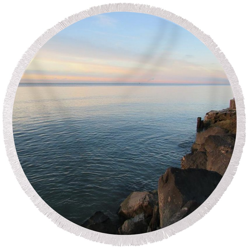 Great Lake Round Beach Towel featuring the photograph Rocky Coast by Juli Kreutner
