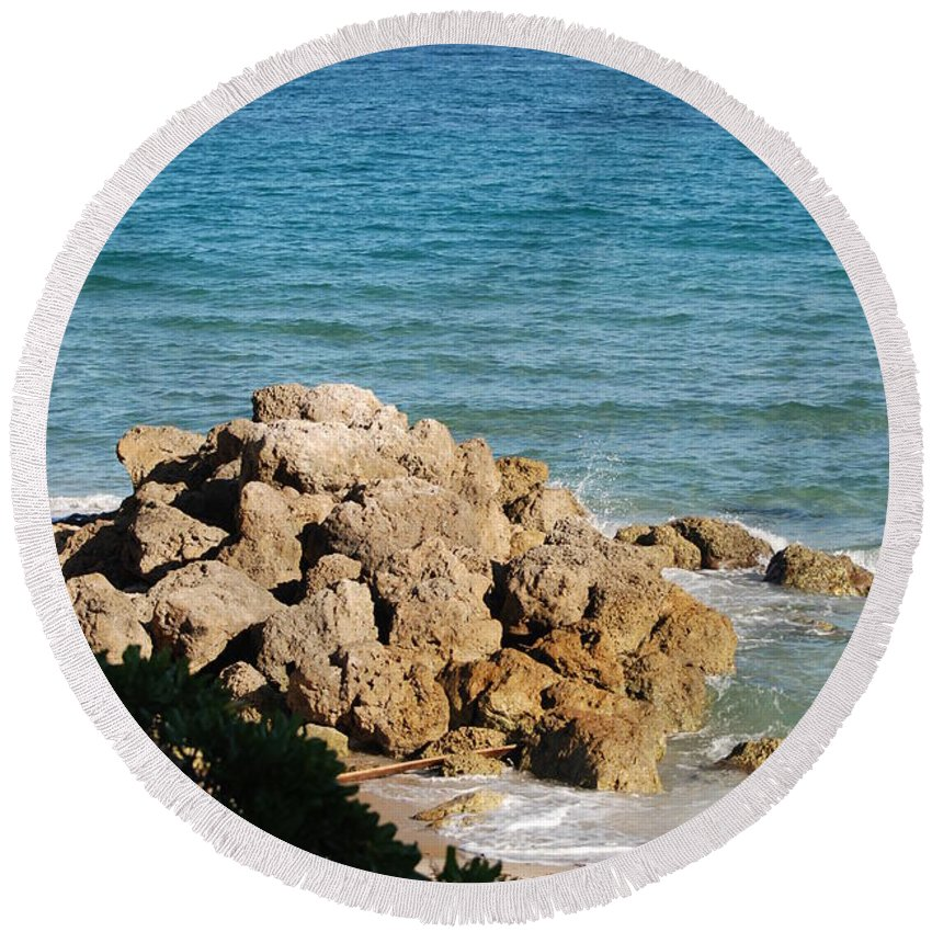 Sea Scape Round Beach Towel featuring the photograph Rocky Shoreline by Rob Hans