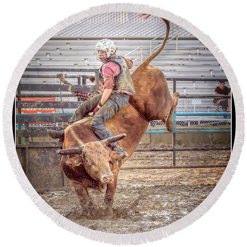 Sport Round Beach Towel featuring the photograph Rodeo Cowboy by LeeAnn McLaneGoetz McLaneGoetzStudioLLCcom