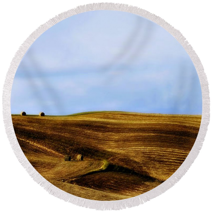 Italy Round Beach Towel featuring the photograph Rolling Hills Of Hay by Marilyn Hunt