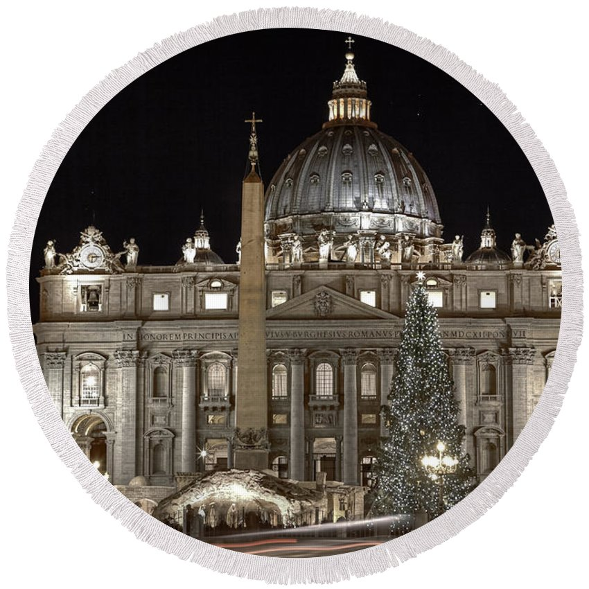 St. Peter's Square Round Beach Towel featuring the photograph Rome Vatican by Joana Kruse