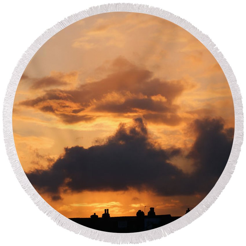 Sunset Round Beach Towel featuring the photograph Rooftop Sunset 3 by Carol Lynch