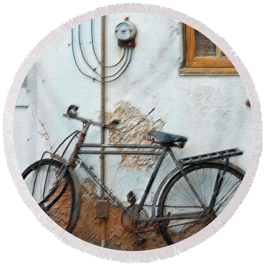 Old Bicycle Round Beach Towel featuring the photograph Rough Bike by Robert Meanor