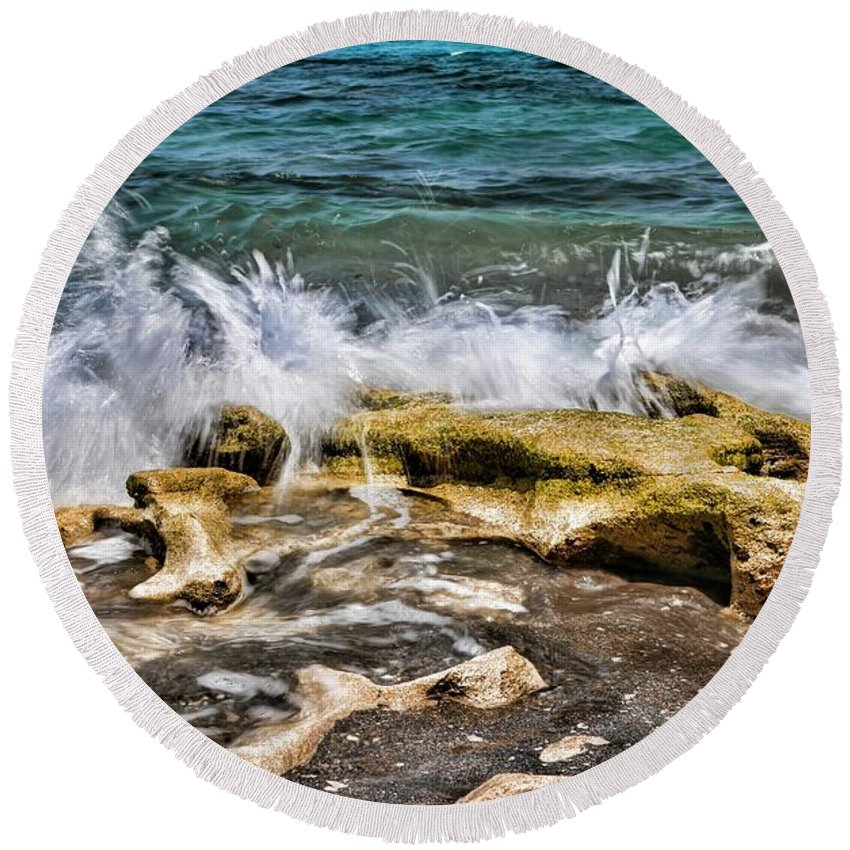 Blowing Rock Round Beach Towel featuring the photograph Rough Seas At Blowing Rock by Carol Montoya