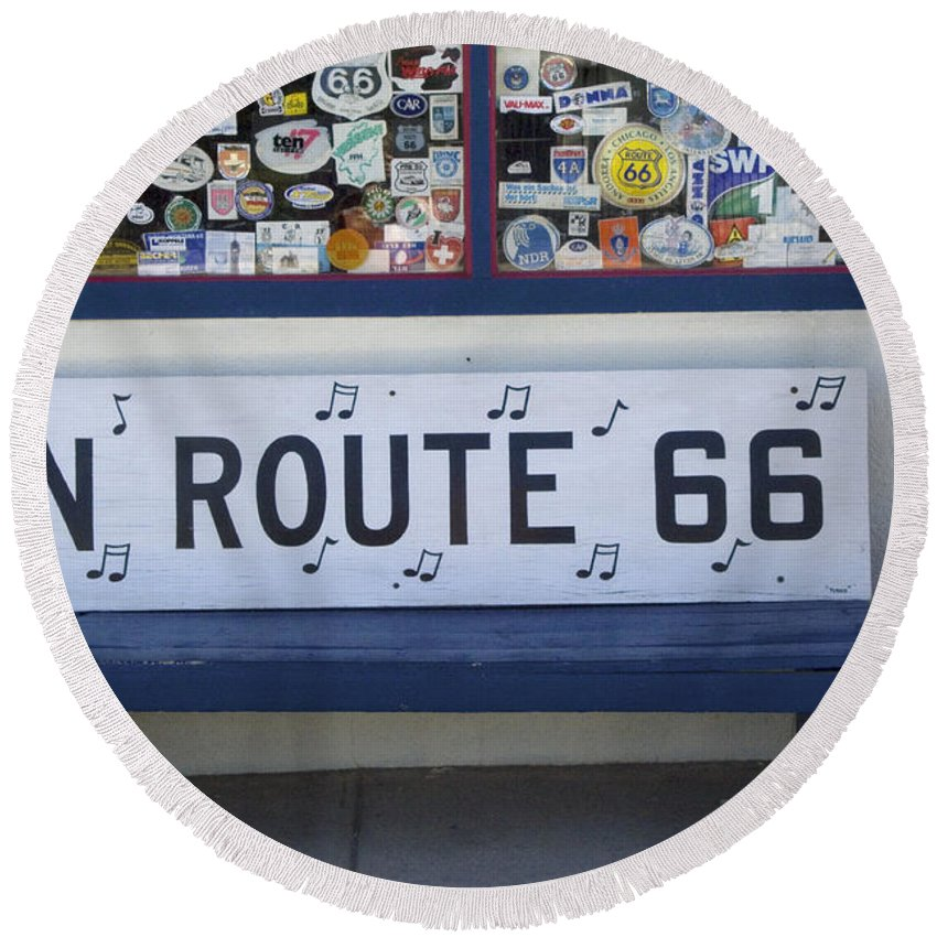 Wurlitzer Round Beach Towel featuring the photograph Route 66 Bench by Bob Christopher