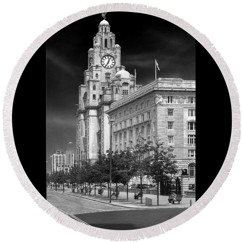 Cityscape Round Beach Towel featuring the photograph Royal Liver Buildings_beatle Country by Rob Lester