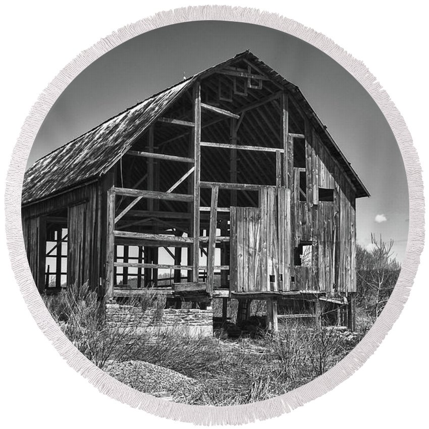 Barn Round Beach Towel featuring the photograph Rt 16 Barn 1302a by Guy Whiteley