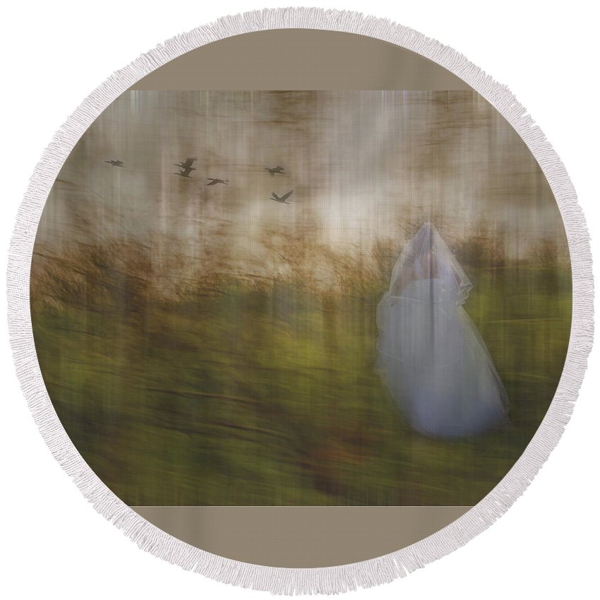 Woods Round Beach Towel featuring the photograph Runaway Bride by Elaine Els