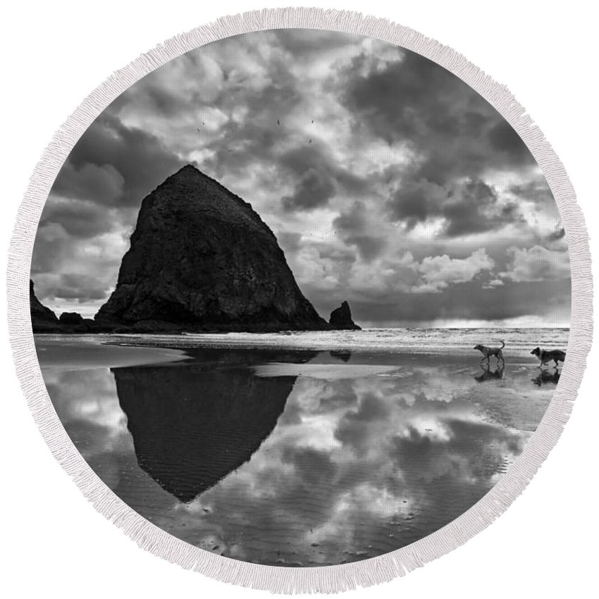 Cannon Beach Round Beach Towel featuring the photograph Running Free by Jamie Pham