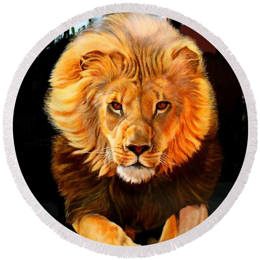 Animal Painting Round Beach Towel featuring the painting Running Lion by Susana Falconi