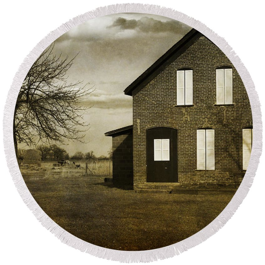 House Round Beach Towel featuring the photograph Rustic County Farm House by James BO Insogna