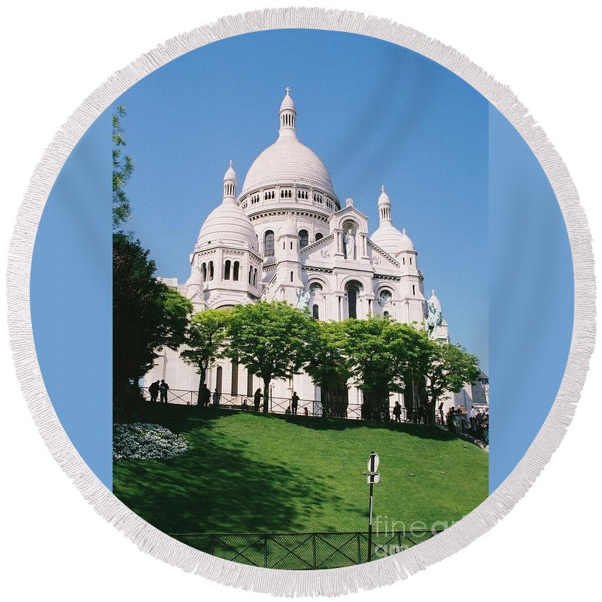 Church Round Beach Towel featuring the photograph Sacre Coeur by Nadine Rippelmeyer