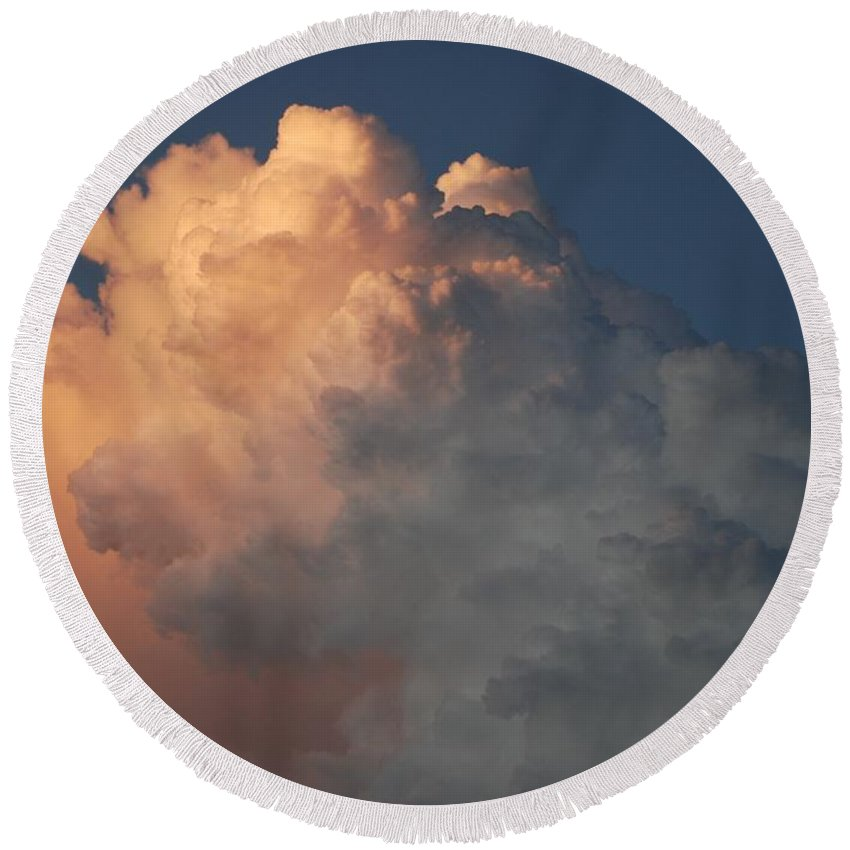 Clouds Round Beach Towel featuring the photograph Salmon Sky by Rob Hans