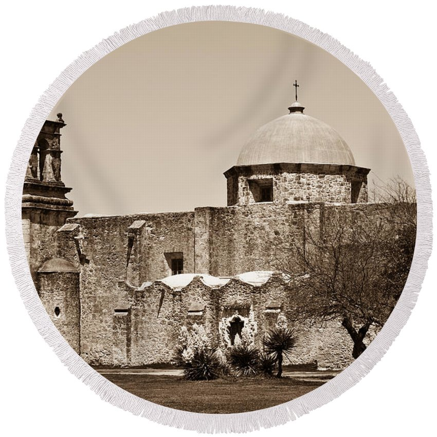 San Antonio Round Beach Towel featuring the photograph San Antonio by Sebastian Musial