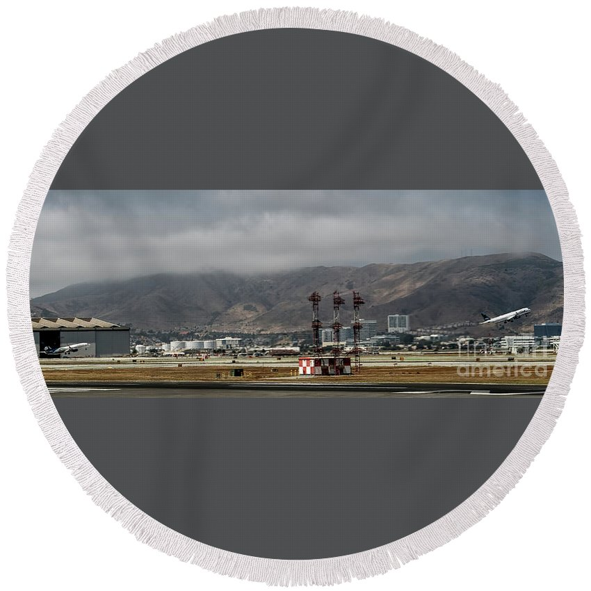 San Francisco International Airport Round Beach Towel featuring the photograph San Francisco International Airport by David Oppenheimer