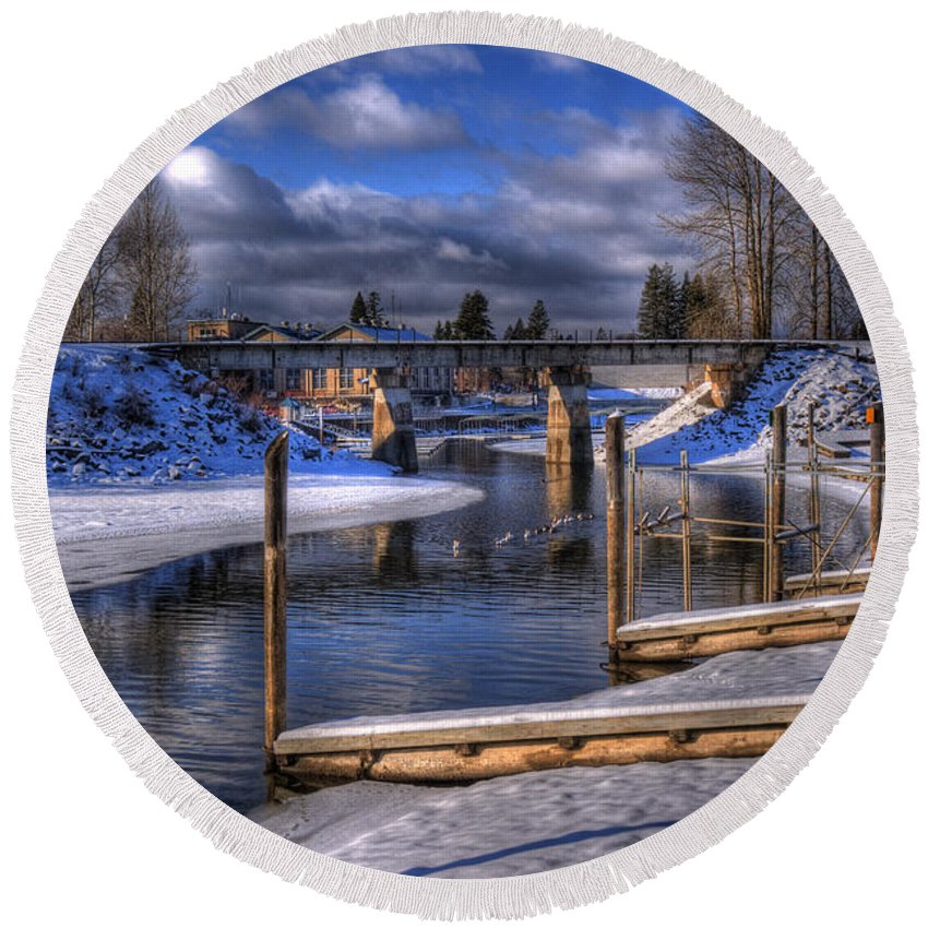 Sandpoint Round Beach Towel featuring the photograph Sand Creek Winter by Lee Santa