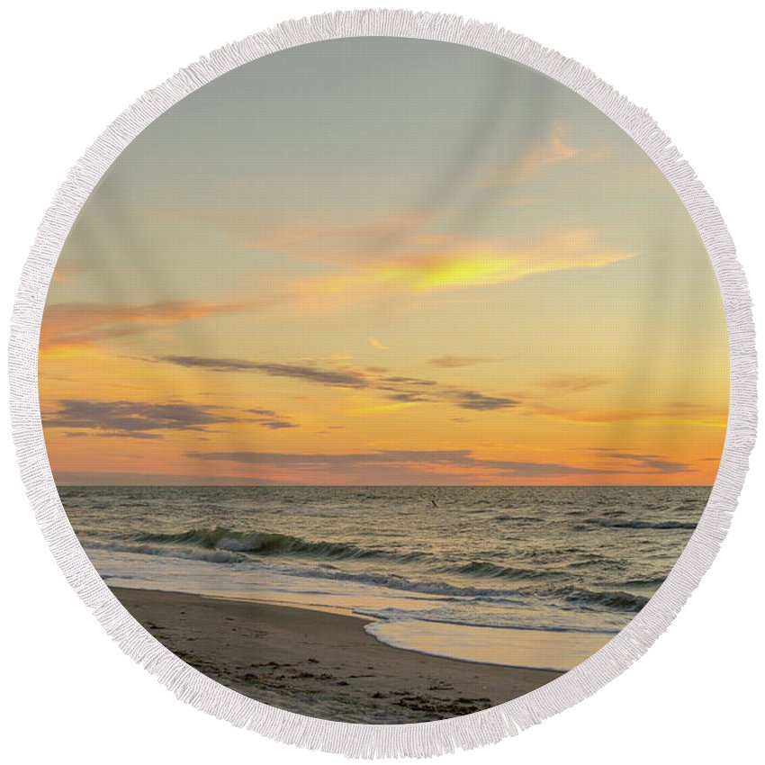 Clearwater Round Beach Towel featuring the photograph Sand Key Sunset II by Kim Wilder Hinson