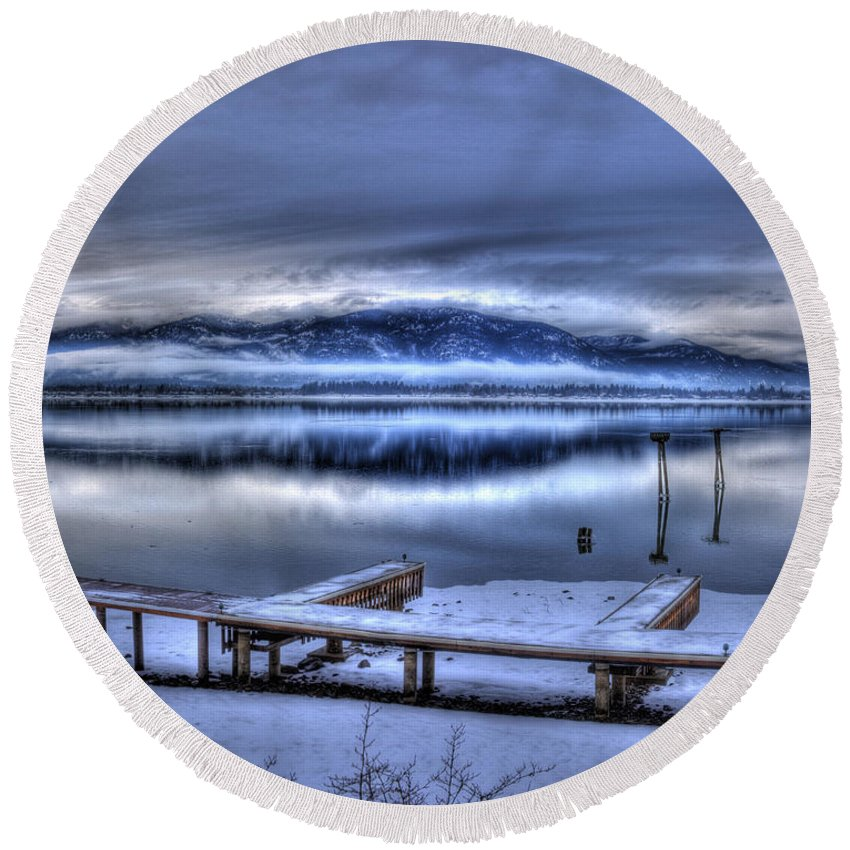 Scenic Round Beach Towel featuring the photograph Sandpoint From 41 South by Lee Santa