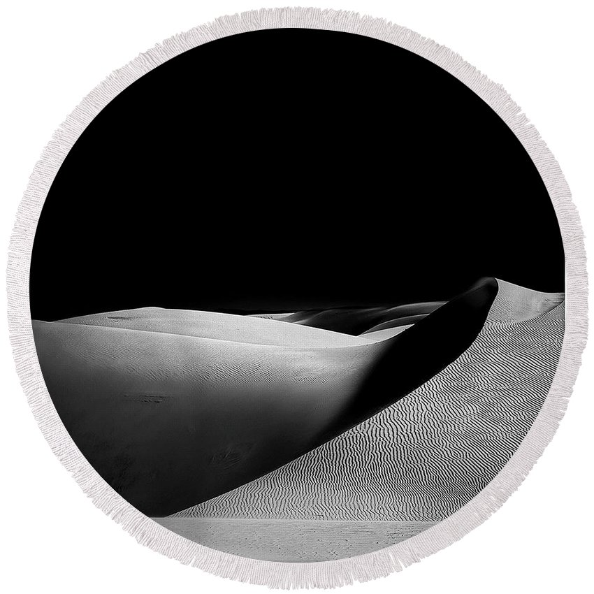 Blackandwhite Round Beach Towel featuring the photograph Sands Of Time by James A Crawford