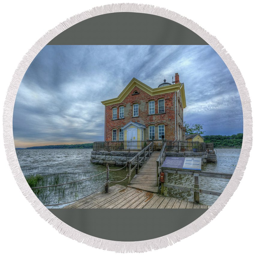 Saugerties Ny Round Beach Towel featuring the pyrography Saugerties Ligththouse by Rachel Snydstrup