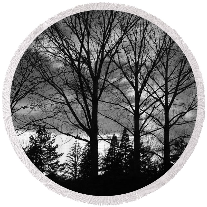 Black And White Round Beach Towel featuring the photograph Scenic State Capital by Rob Hans