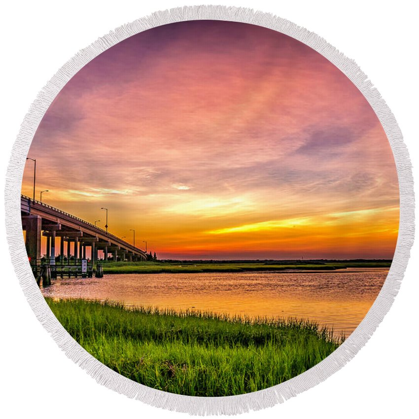 Sunset Round Beach Towel featuring the photograph Sea Isle Sunset by Nick Zelinsky