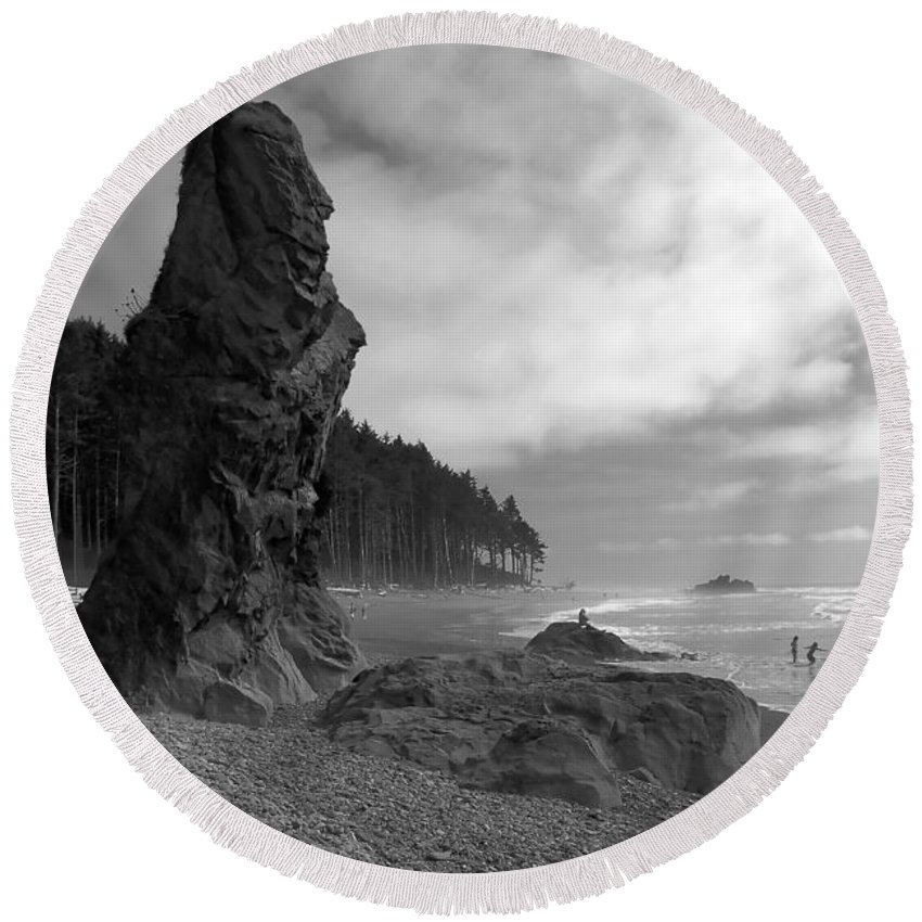 Sea Stack Round Beach Towel featuring the photograph Sea Stack by David Lee Thompson