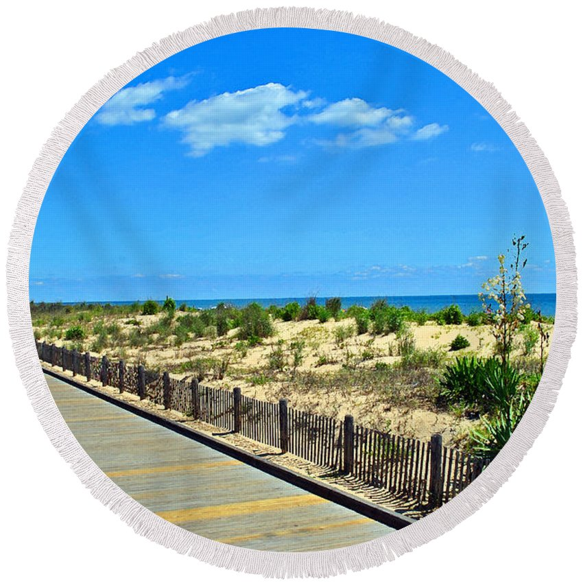 Rehoboth Round Beach Towel featuring the photograph Sea Walk by Jost Houk