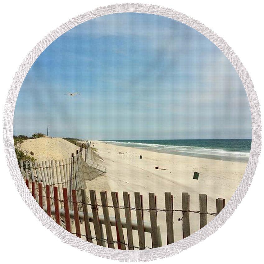 Sea Round Beach Towel featuring the photograph Seagulls Beach by Rob Hans