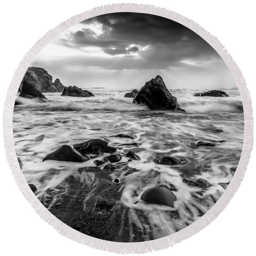 Seaside Round Beach Towel featuring the photograph Seaside B/w by Michael Damiani