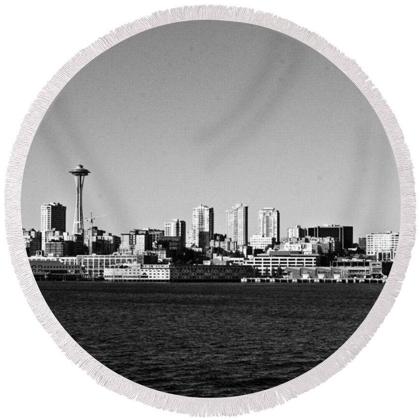 Landscape Round Beach Towel featuring the photograph Seattle Skyline #2 by Robert J Caputo