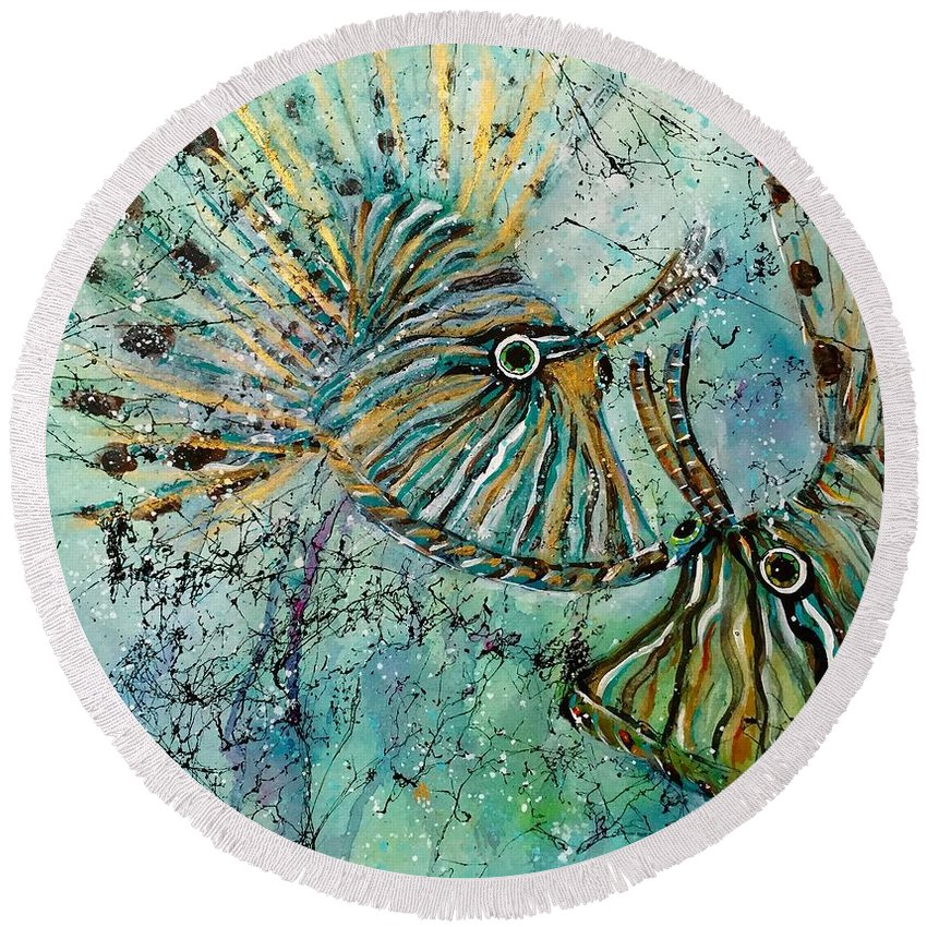 Iionfish Round Beach Towel featuring the painting Seeing Eye To Eye by Midge Pippel