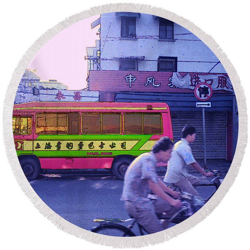 Cityscape Round Beach Towel featuring the photograph Shanghai Pink Bus by Steven Hlavac