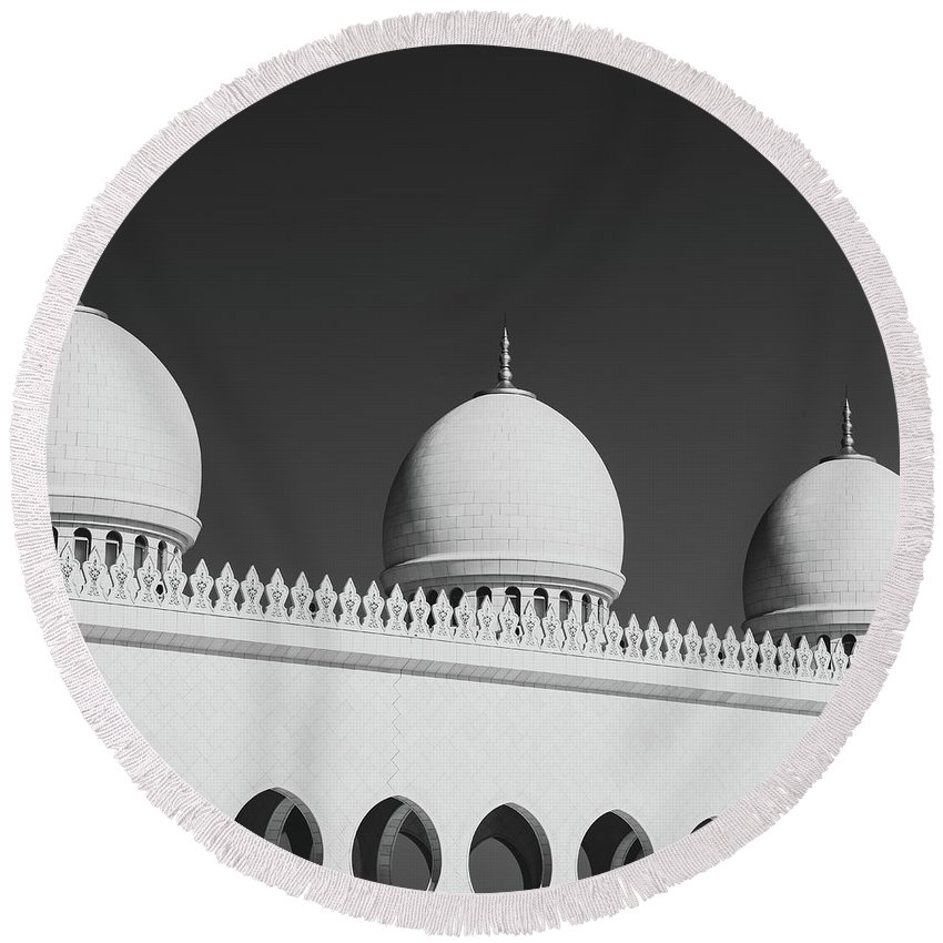 Black And White Round Beach Towel featuring the photograph Sheikh Zayed White Mosque by Dvoevnore Photo