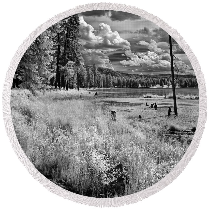 B&w Infrared Of Shepard Lake Round Beach Towel featuring the photograph Shepard Lake by Lee Santa
