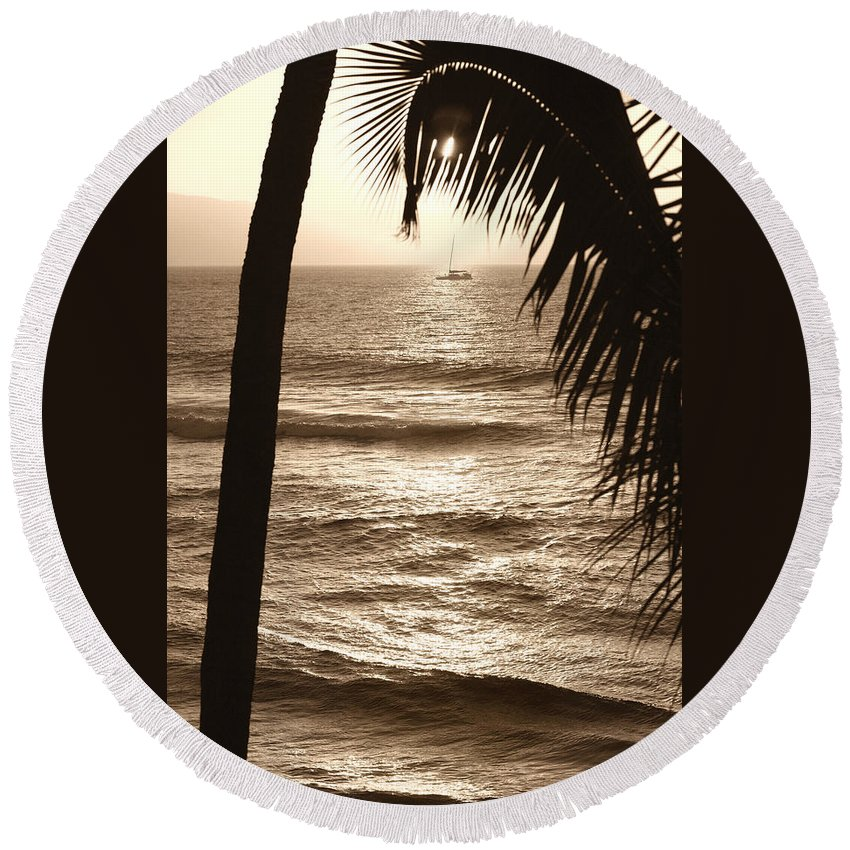 Hawaii Round Beach Towel featuring the photograph Ship In Sunset by Marilyn Hunt