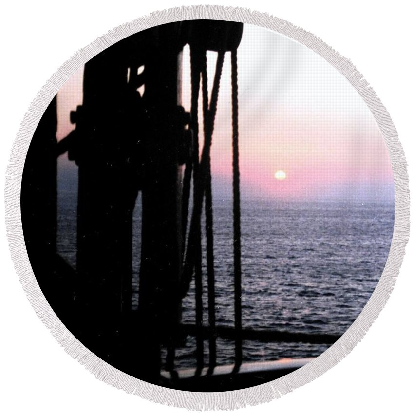 Ship Round Beach Towel featuring the photograph Sinking Sun by Ian MacDonald