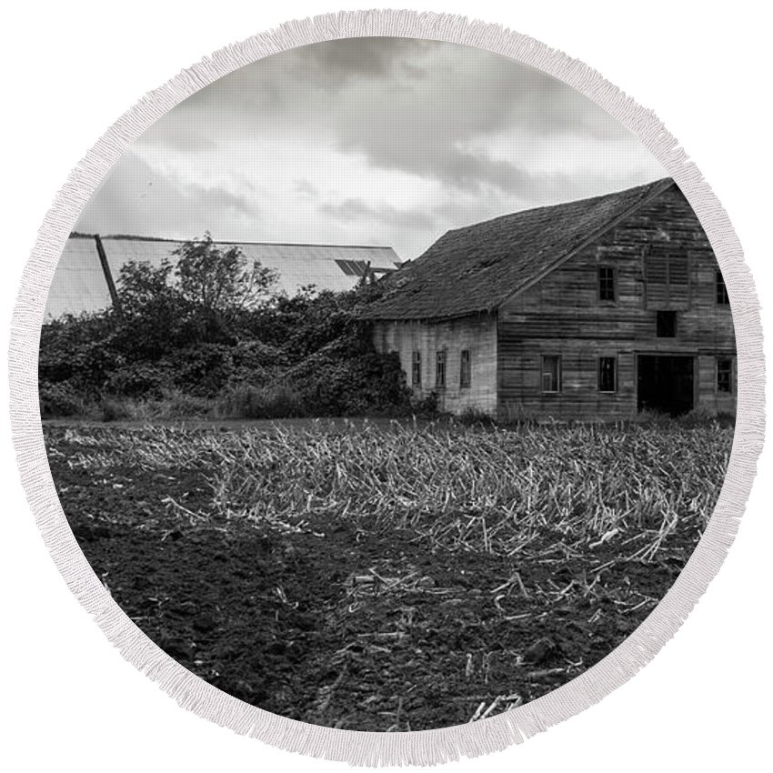 Barn Round Beach Towel featuring the photograph Skagit Flats-6962 by Roger Patterson